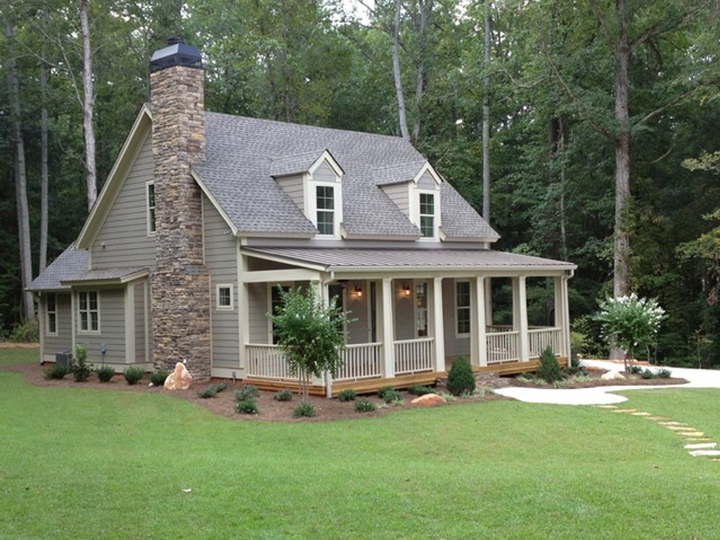 Keystone Gray SW 7504 on the exterior of a cottage