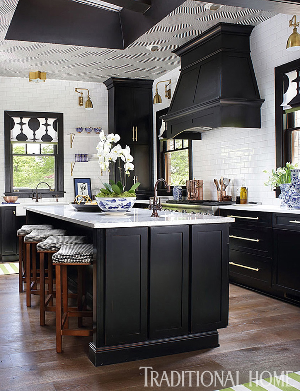 Black kitchen cabinets from Traditional Home - 30 Cabinet Colors that will Rejuvenate your Kitchen