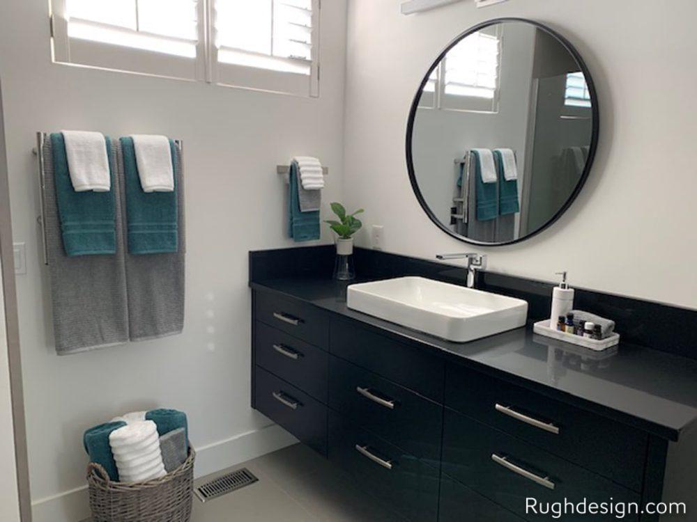 Bathroom walls and trim in Snowbound SW 7004